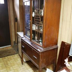 MaxSold Auction: This auction features Table And Chairs, Portable Dishwasher, Porcelain Tea Pots, 555 Revere Projector, Marble Bases Lamps, Set Of Mark Twain/Dickens, Vintage Trunk, Display Cabinet, Dolls And Vintage Carriage and much more!!