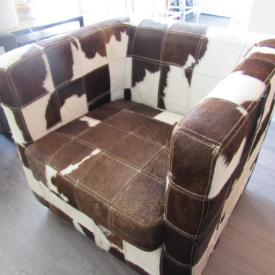 MaxSold Auction: This auction features Ornate white resin mirror, Hall Table, Table, Original Artwork, Cowhide Arm Chair, Lamps, Tables, Leather Recliner Arm Chair, Lucite Bar Stools, Stools And Clock, Patio Lot, Queen Size Bed, Dresser Plus Lights, Desk and more!