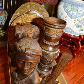 MaxSold Auction: Features Lladros, Royal Doultons, Hummels, china, decor, Wedgwood, art and much more!