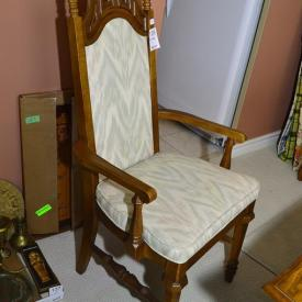MaxSold Auction: Features Aynsley china, Royal Doultons, etching and more!